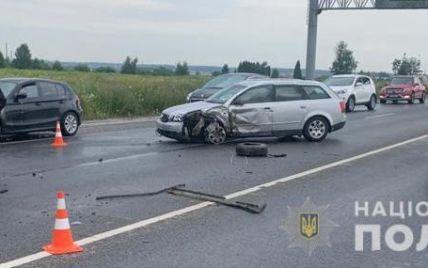 Авто разорвало пополам: под Львовом в тройной ДТП погибла 2-летняя девочка, много травмированных (фото)