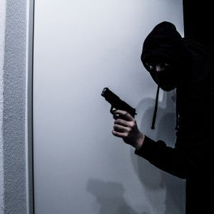 Промышлял, когда на улице было еще темно: в Киеве будут судить грабителя за разбойные нападения на женщин