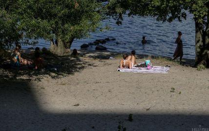 Аномально-затяжна спека в Україні залишила киян без пляжів