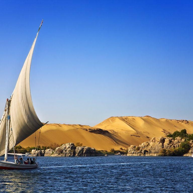 Зачиняють ресторани, пляжі та парки: в Єгипті ввели локдаун через коронавірус
