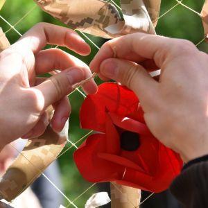 Зеленський звернувся до українців та змінив обкладинку у Facebook з нагоди Дня пам'яті та примирення