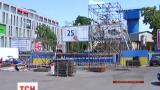 В центре Днепропетровска монтируют сцену с огромным экраном для просмотра финала Лиги Европы