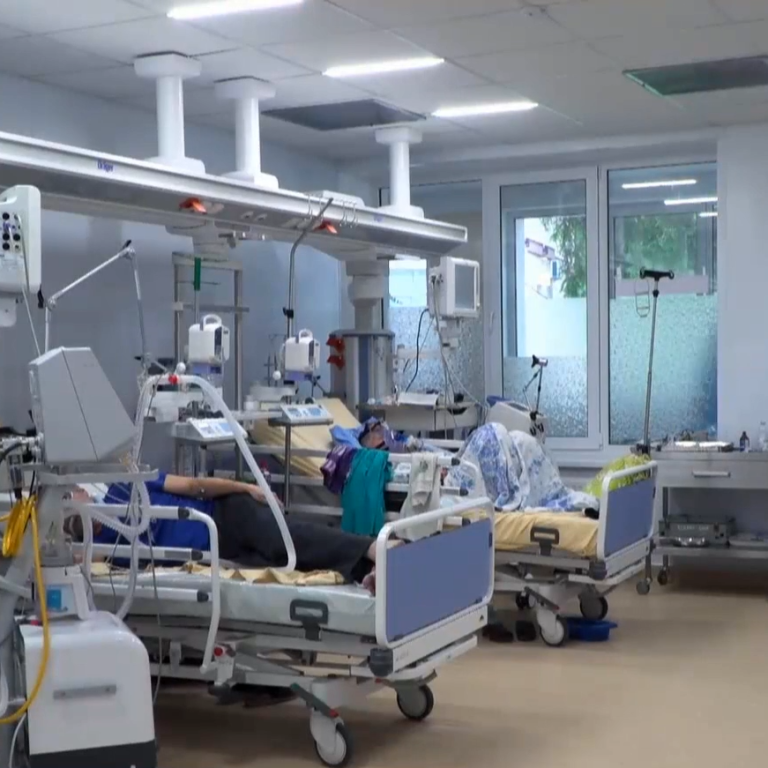 """""""Медицинская система не выдержит"""": стало известно, сколько пациентов с коронавирусом находятся в больницах"""