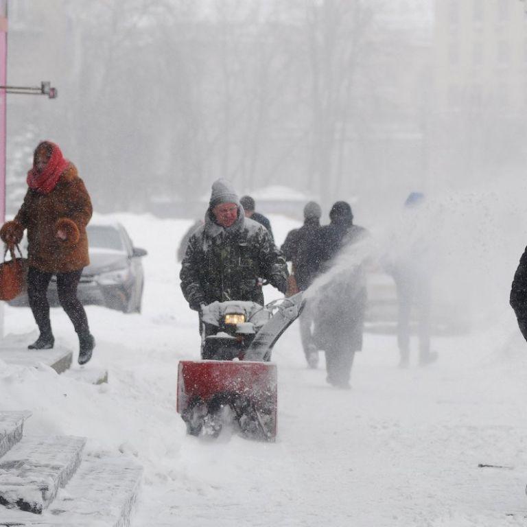 Синоптики оголосили штормове попередження на суботу та розповіли, коли потепліє. Прогноз до 12 березня