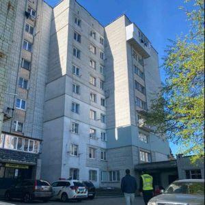 У Львові 2-річна дівчинка випала з вікна 8 поверху: поліція з'ясовує обставини загибелі дитини