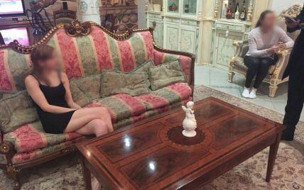 Сотрудница киевского СИЗО занималась проституцией и сбывала метамфетамин