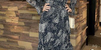 В платье в горошек и со щеткой: модель Миранда Керр раскрыла свой бьюти-лайфхак