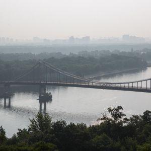 Медики назвали категорії киян, які найважче перенесли смог у столиці