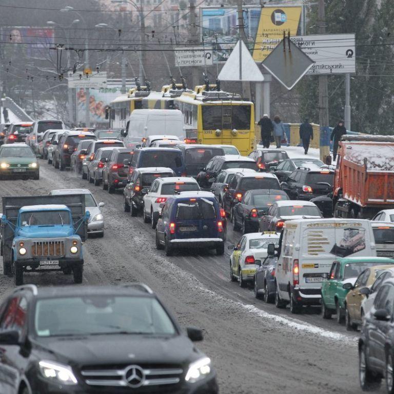 В Укравтодорі назвали регіони, де снігопади можуть ускладнити рух на дорогах