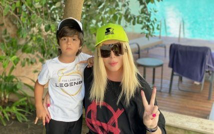 Ірина Білик показала підрослих синів у новій родинній фотосесії