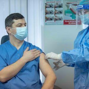 Молдова начала массовую вакцинацию: привиться смогут все желающие