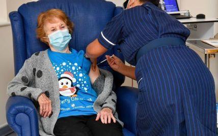 Первой в мире вакцину от коронавируса в Великобритании получила пожилая женщина: фото