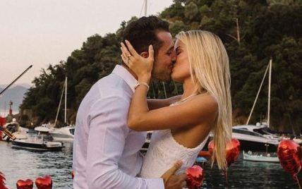 Обручка з діамантом і багато квітів: Фріда Аасен виходить заміж за мільйонера