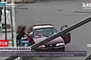 Новости мира: американка спасла своего сына, которого пытались похитить