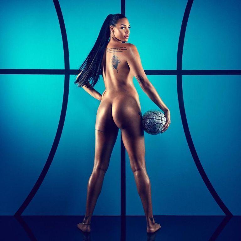Обнажила ягодицы: двухметровая баскетболистка разорвала Сеть эротическими фото