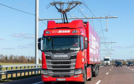 В Великобритании грузовики смогут заряжаться во время движения: как это будет работать