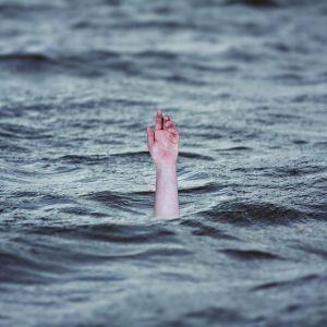 В Днепропетровской области из водного канала вытащили утопленника