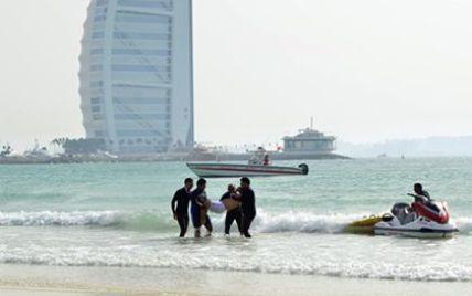 """Из-за странных родительских запретов в Дубае девушке """"позволили"""" утонуть на глазах у спасателей"""
