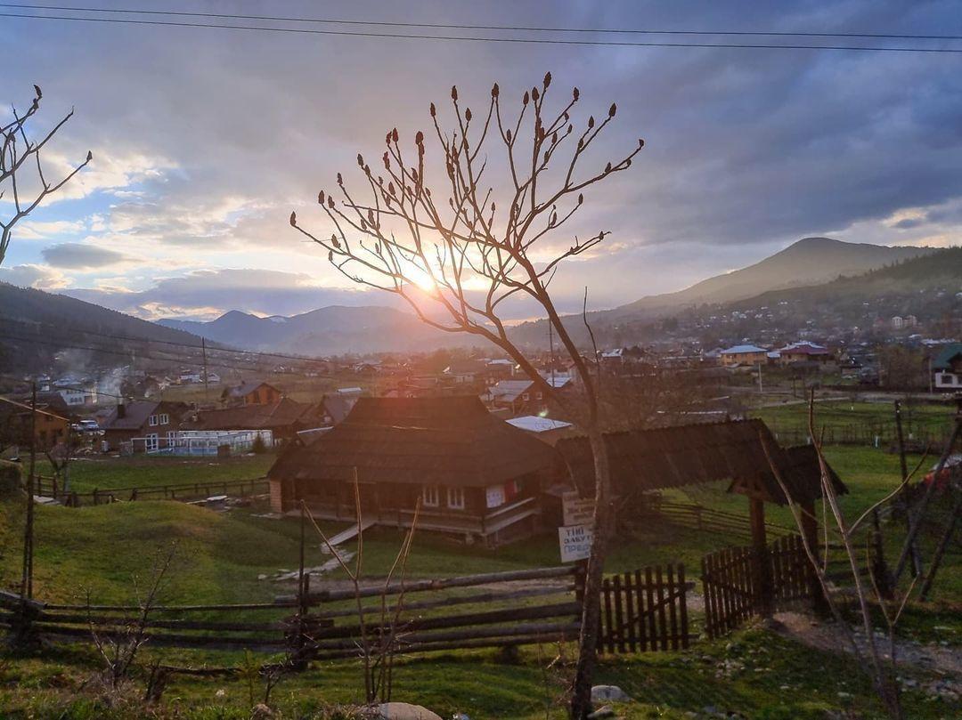 © instagram.com/komarovmir