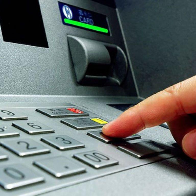 """В центрі Києва """"по-тихому"""" пограбували банкомат, розташований в дитячій поліклініці"""