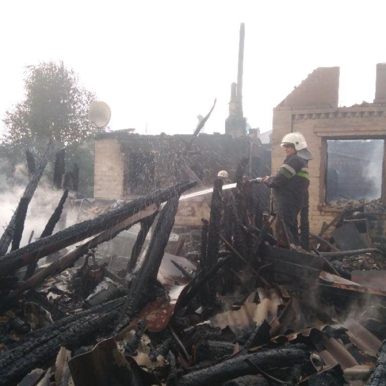 У Харківській області одразу три приватні обійстя опинилися у вогні: підозрюють підпал