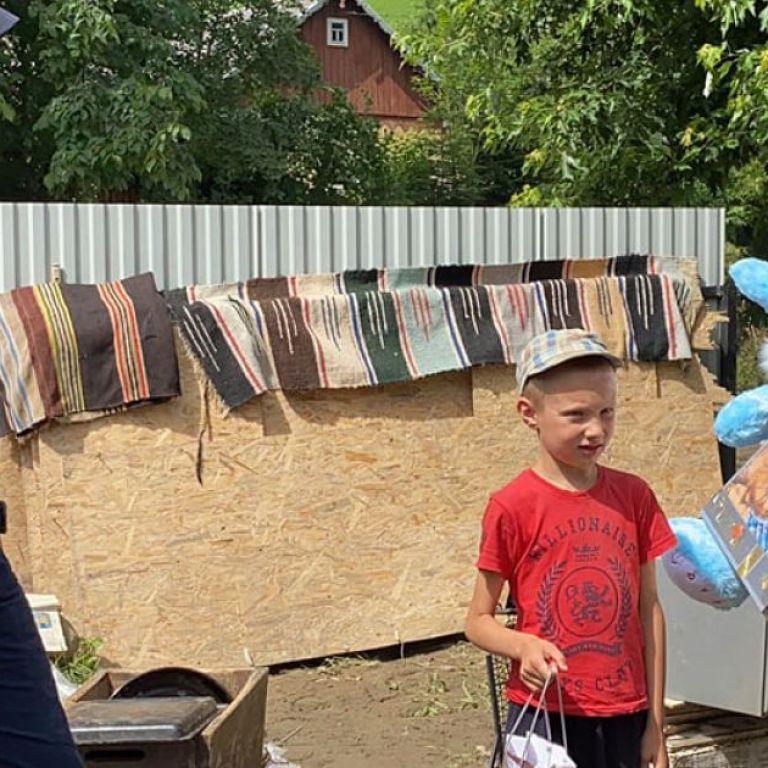 Під час повені врятувала 4 дітей: Зеленський нагородив 12-річну дівчинку з Закарпаття