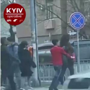 З'явилося відео, як у Києві грабують перехожих просто на ходу