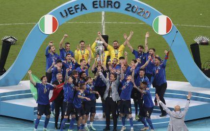 Душ из шампанского, танцы в трусах и катание на животе: как Италия праздновала триумф на Евро-2020