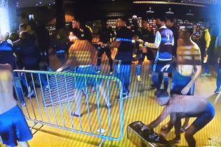 Футболисты аргентинского клуба устроили драку с полицией после проигранного матча: эпическое видео
