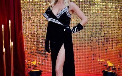 """У сукні з сексуальним декольте та високим розрізом: Ірина Федишин на """"Вечорі прем'єр з Катериною Осадчою"""""""