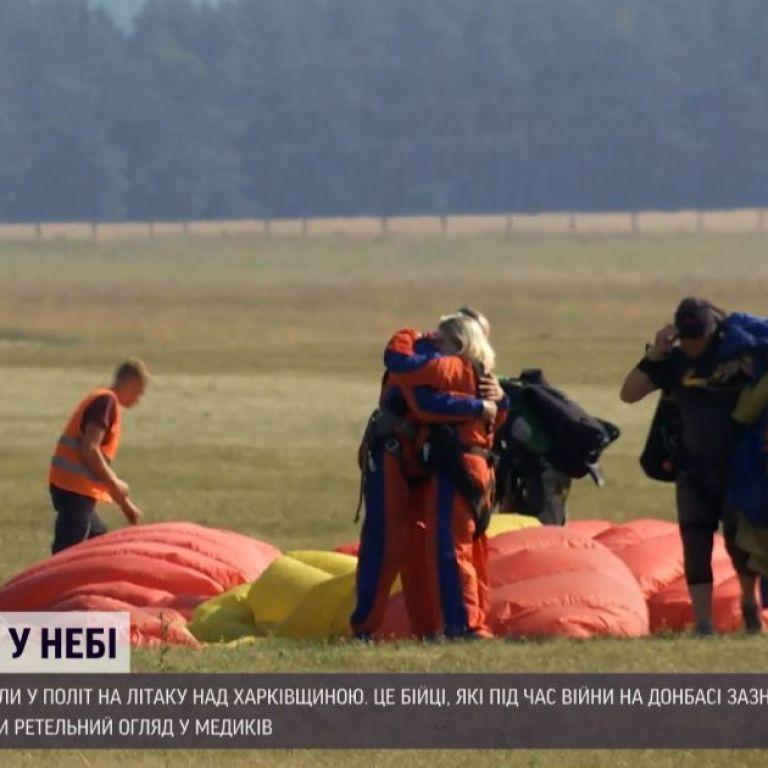 Реабилитация в небе: 50 ветеранов АТО летали над Харьковской областью