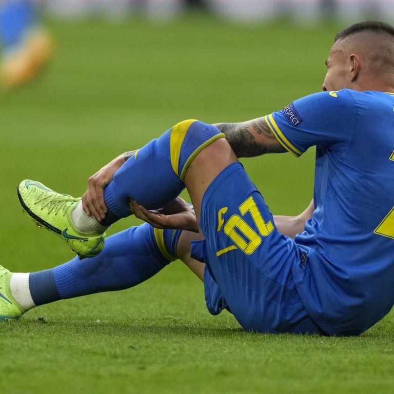 Втрата в дебюті: футболіст збірної України травмувався у битві з Нідерландами на Євро-2020