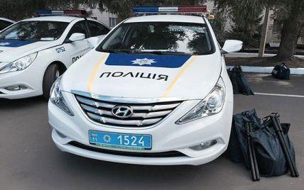 Аваков вручил офицерские погоны киевским полицейским и выпустил патрули на Житомирскую трассу