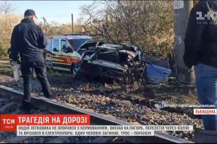 """Смертельное ДТП: во Львове """"Ауди"""" столкнулась с электроопорой"""