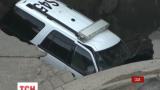 Полицейская машина в штате Колорадо провалилась под магистраль