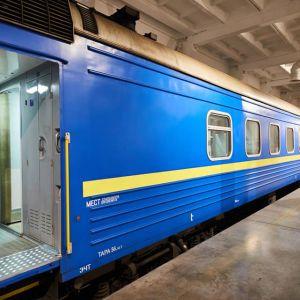 """""""Укрзализныця"""" показала новые пассажирские вагоны, которые планирует закупать в 2021 году"""