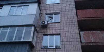 У київській багатоповерхівці стався вибух у під'їзді - травмовано чоловіка