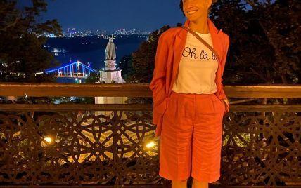 В шортах и пиджаке: Катя Осадчая с мужем на романтической прогулке
