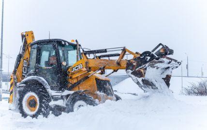 У Києві від 15 жовтня частина снігоприбиральної техніки перейде на цілодобове чергування