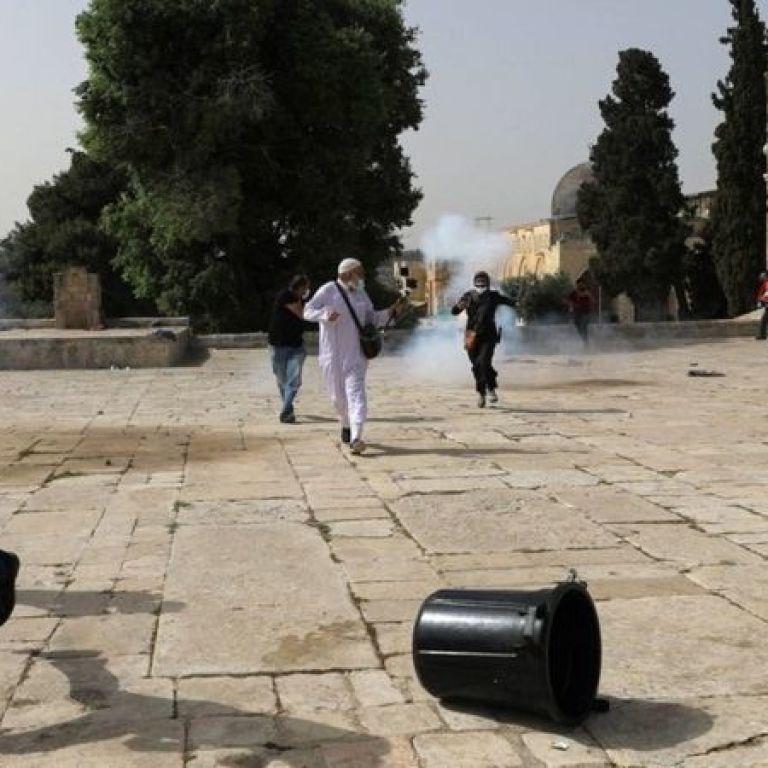Сльозогінний газ і світлошумові гранати: в Єрусалимі з новою силою спалахнули заворушення