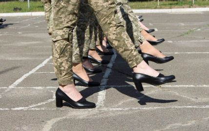 Скандал с каблуками для женщин-военных: от Минобороны требуют расследования и отчета о потраченных средствах