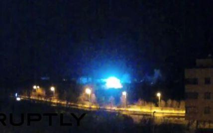 У мережі з'явилося відео потужного обстрілу біля аеропорту Донецька