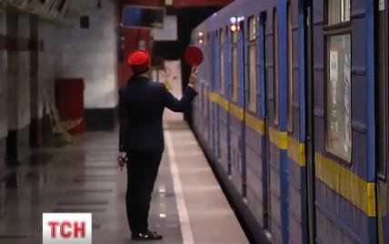В киевском метро объяснили таинственные остановки поездов посреди темных тонелей