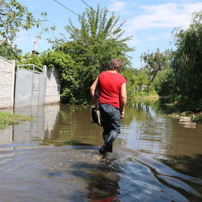Машины плыли по дверцы в воде: юг и восток Украины пострадал от непогоды