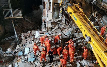 У Китаї кількість жертв обвалення готелю зросла до восьми