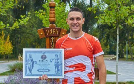 Динозавры, животные и праздники: в Киеве спортсмен стал рекордсменом благодаря большой коллекции GPS-артов