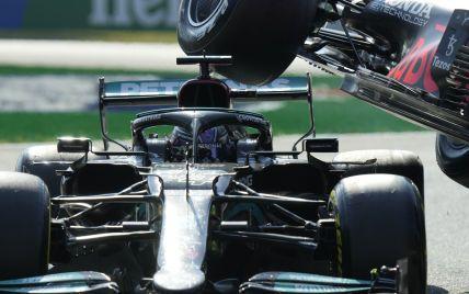 """Трагедии удалось избежать: на Гран-при Италии """"Формулы-1"""" лидер сезона едва не раздавил чемпиона (видео)"""