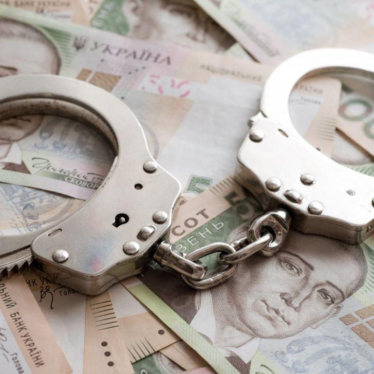 В Киеве о подозрении сообщили начальнику отдела полиции, который требовал взятку у владелицы кальян-бара
