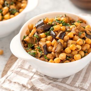 Салат із баклажанів та квасолі: смачна та корисна страва