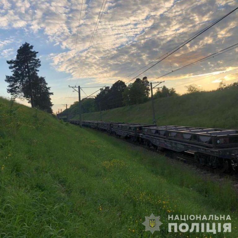 Переходила колії у навушниках: 33-річну жінку біля Львова потяг збив на смерть